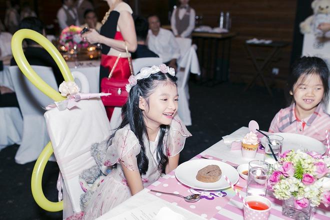 Trương Ngọc Ánh vui vẻ bên chồng cũ trong sinh nhật con gái - Ảnh 7.