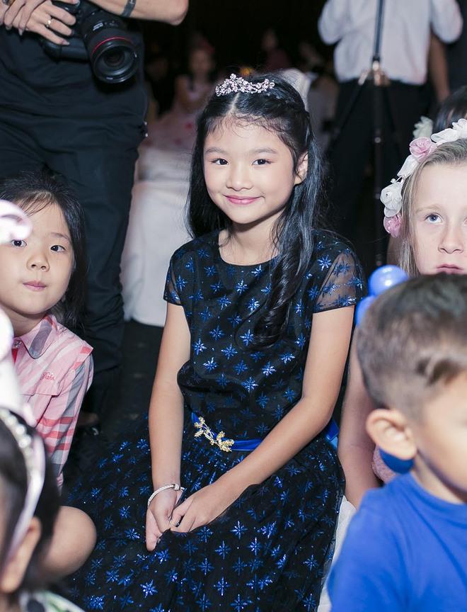 Trương Ngọc Ánh vui vẻ bên chồng cũ trong sinh nhật con gái - Ảnh 8.