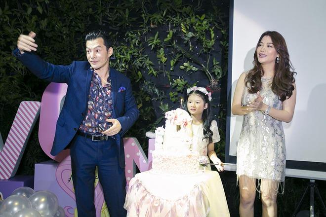 Trương Ngọc Ánh vui vẻ bên chồng cũ trong sinh nhật con gái - Ảnh 1.