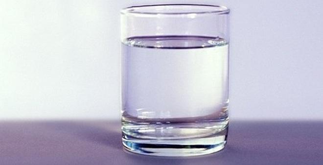 Ung thư vì uống nước đun sôi để nguội lâu ngày?