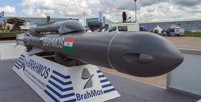 Image result for tên lửa Brahmos của Ấn Độ