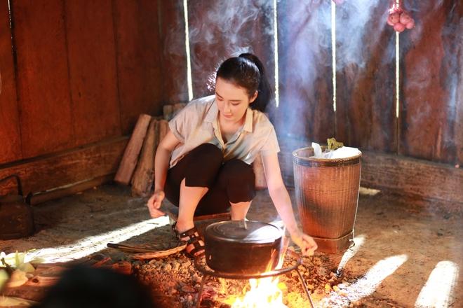 Angela Phương Trinh chịu cực khổ để đóng vai ngoan hiền - Ảnh 3.
