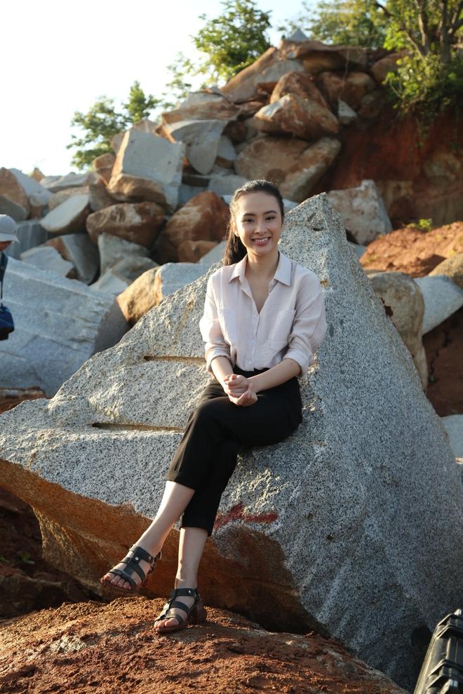 Angela Phương Trinh chịu cực khổ để đóng vai ngoan hiền - Ảnh 1.