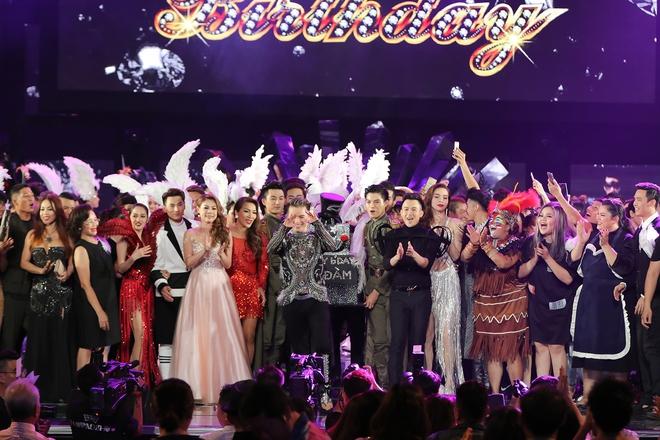 Sinh nhật hoành tráng ngay trên sân khấu Đàm Vĩnh Hưng - Ảnh 9.