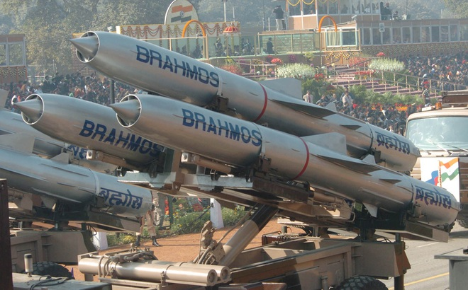 """Ấn Độ sẽ bán tên lửa BrahMos """"biết tự quay về"""" cho đồng minh thân thiết?"""