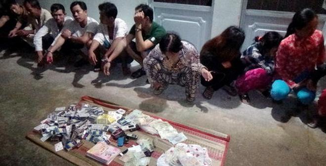 Phá sòng bạc ở An Giang, tạm giữ 17 con bạc