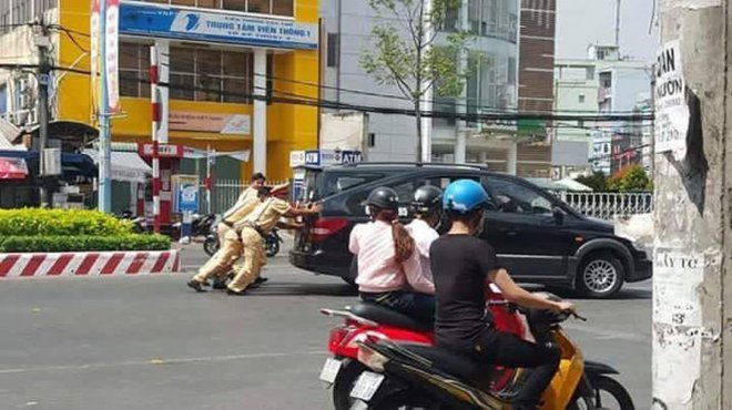 Hành động tuyệt vời của những người lính cứu hỏa giữa phố Hà Nội - Ảnh 5.