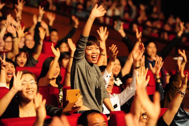 Thomas Anders của Modern Talking đã dùng chiêu gì khiến khán giả phát cuồng đến vậy? - Ảnh 1.