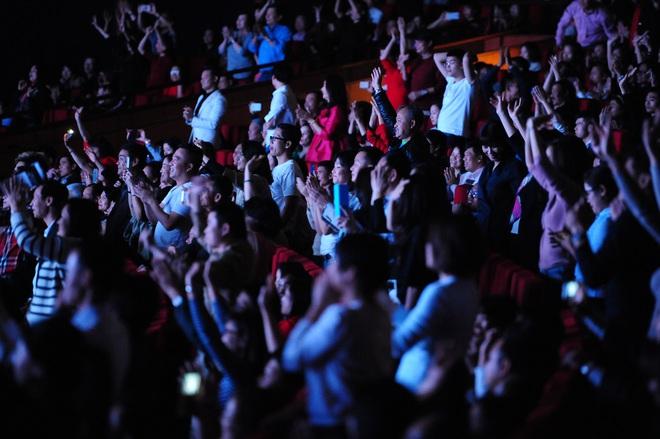 Thomas Anders của Modern Talking đã dùng chiêu gì khiến khán giả phát cuồng đến vậy? - Ảnh 3.