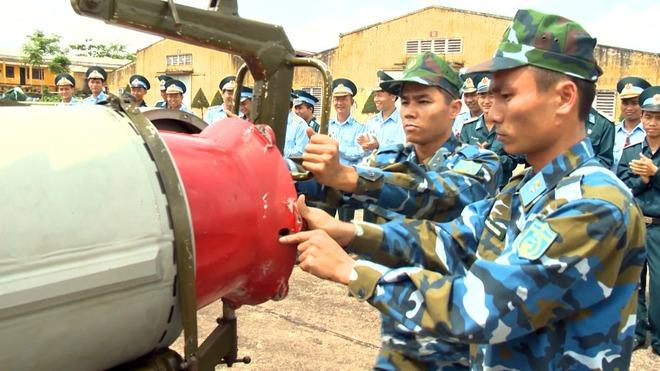 2 trung đoàn tên lửa hiện đại: Bảo vệ Đà Nẵng và căn cứ Hải quân - Ảnh 2.