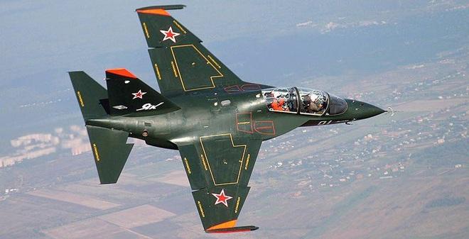 """Máy bay huấn luyện """"Anh em sinh đôi"""" với Yak-130 có gì đặc biệt?"""