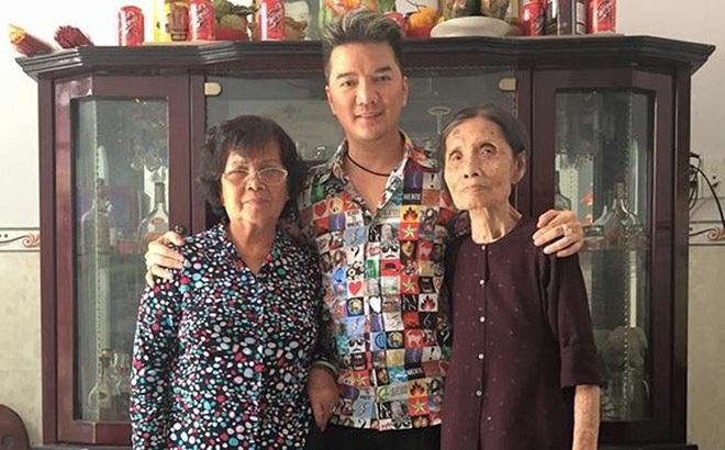 Khoảng lặng trong quan hệ với cha mẹ ở showbiz Việt