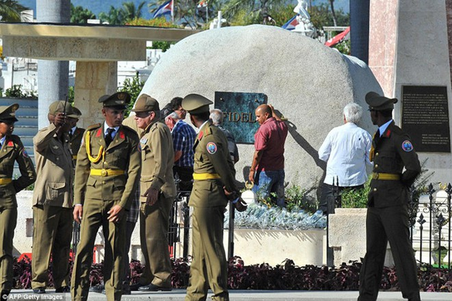 Hình ảnh ngôi mộ rất giản dị của Lãnh tụ Cuba Fidel Castro - Ảnh 2.