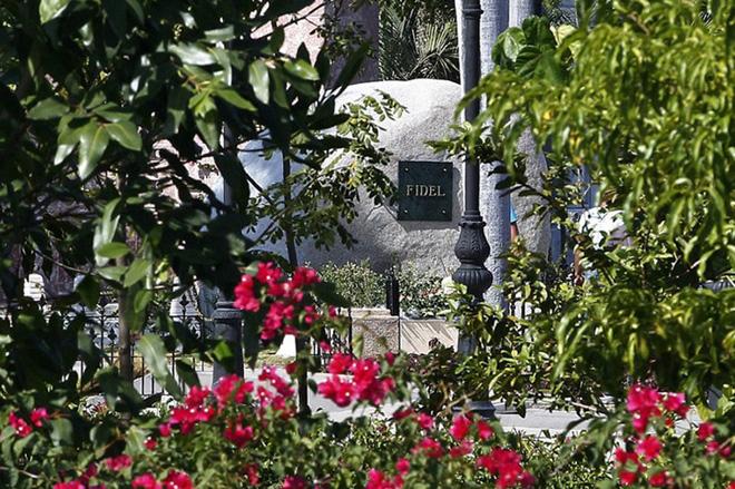 Hình ảnh ngôi mộ rất giản dị của Lãnh tụ Cuba Fidel Castro - Ảnh 5.