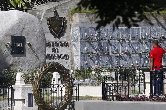 Hình ảnh ngôi mộ rất giản dị của Lãnh tụ Cuba Fidel Castro - Ảnh 6.