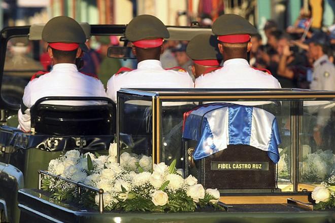 Hình ảnh ngôi mộ rất giản dị của Lãnh tụ Cuba Fidel Castro - Ảnh 9.