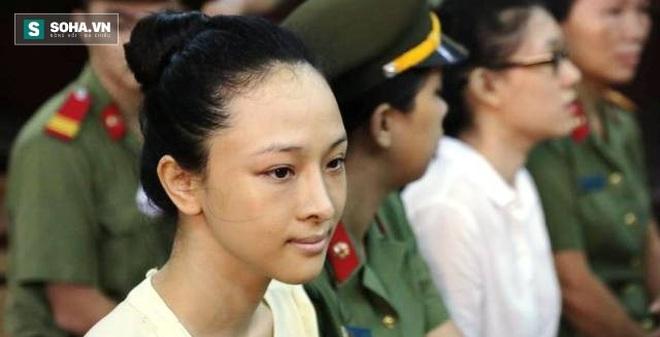 Hoa hậu Trương Hồ Phương Nga hầu tòa