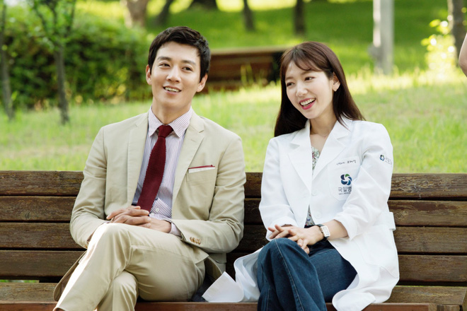 Cơn sốt Chuyện tình bác sĩ của Park Shin Hye - Kim Rae Won lên sóng  - Ảnh 1.