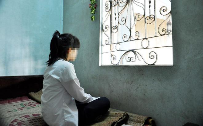 Đi tìm con, tá hỏa phát hiện bé gái sống như vợ chồng với thiếu niên 17 tuổi