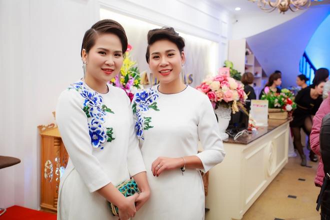 Hoa hậu Ngọc Hân vai trần gợi cảm trong ngày lạnh - Ảnh 13.