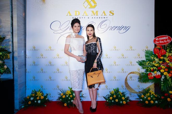 Hoa hậu Ngọc Hân vai trần gợi cảm trong ngày lạnh - Ảnh 5.