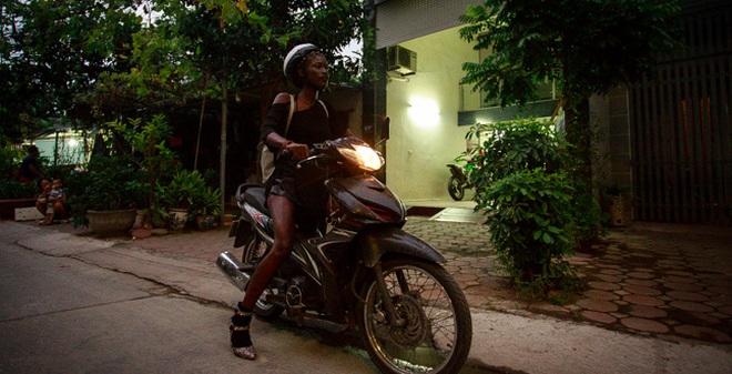Cuộc sống mưu sinh của người mẫu Châu Phi tại Việt Nam