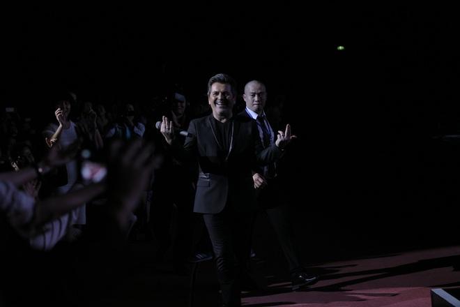 Thomas Anders của Modern Talking đã dùng chiêu gì khiến khán giả phát cuồng đến vậy? - Ảnh 5.