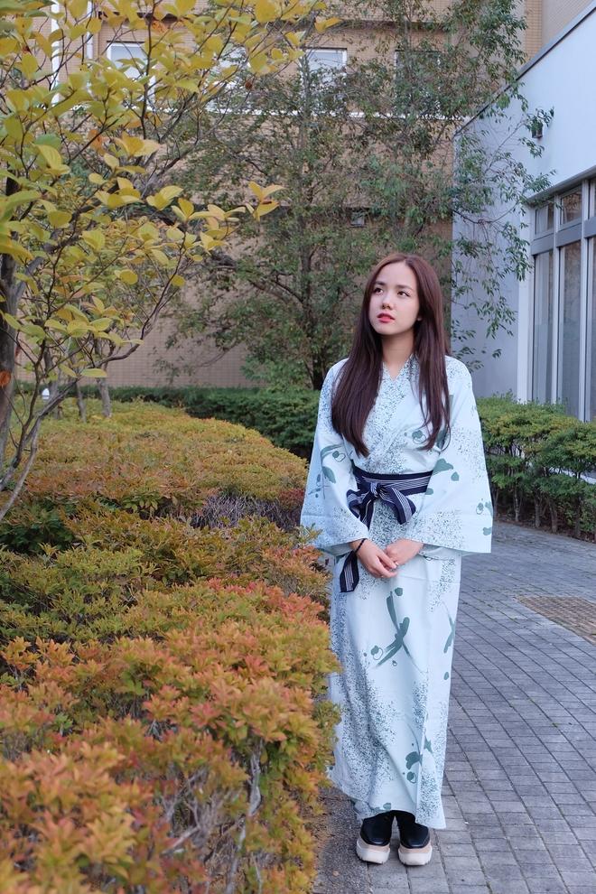 Em gái Phương Linh cá tính với áo dài cách điệu - Ảnh 2.