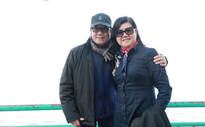 Danh ca Elvis Phương tranh thủ đưa vợ đi thăm thú Hà Nội
