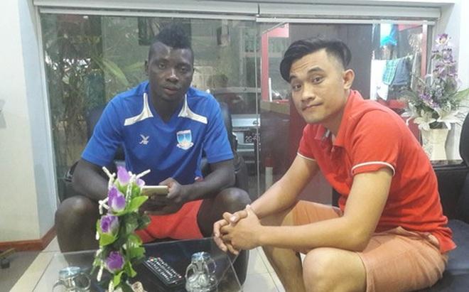 Ngoại binh Bờ Biển Ngà cũng… lè lưỡi với giờ thi đấu của đội tuyển Việt Nam