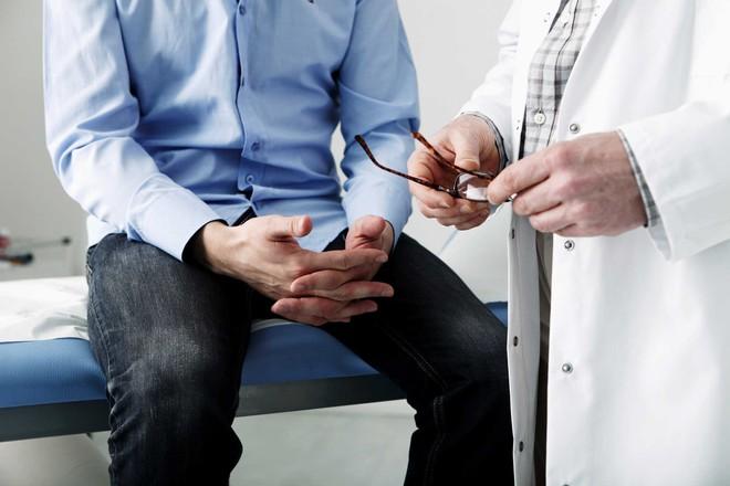 Bác sĩ tiết lộ 5 thói quen nguy hiểm nhất cho sức khỏe nam giới - Ảnh 1.