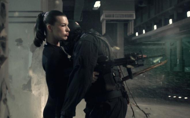 """""""Lá chắn sống"""" ở ngoài đời liệu có tác dụng chống đạn như trên phim ảnh?"""