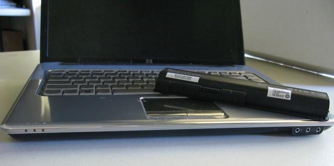 Làm thế nào để hồi sinh pin laptop bị chai? Quá đơn giản! - Ảnh 2.