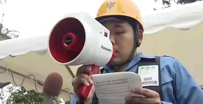 """""""Vũ khí bí mật' giúp người Nhật phiên dịch 3 thứ tiếng trong vài giây"""
