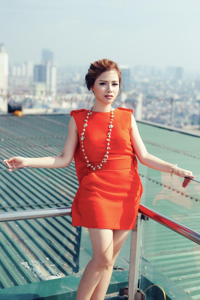 Dương Hoàng Yến ngày càng gợi cảm nhờ ăn mặc táo bạo - Ảnh 1.