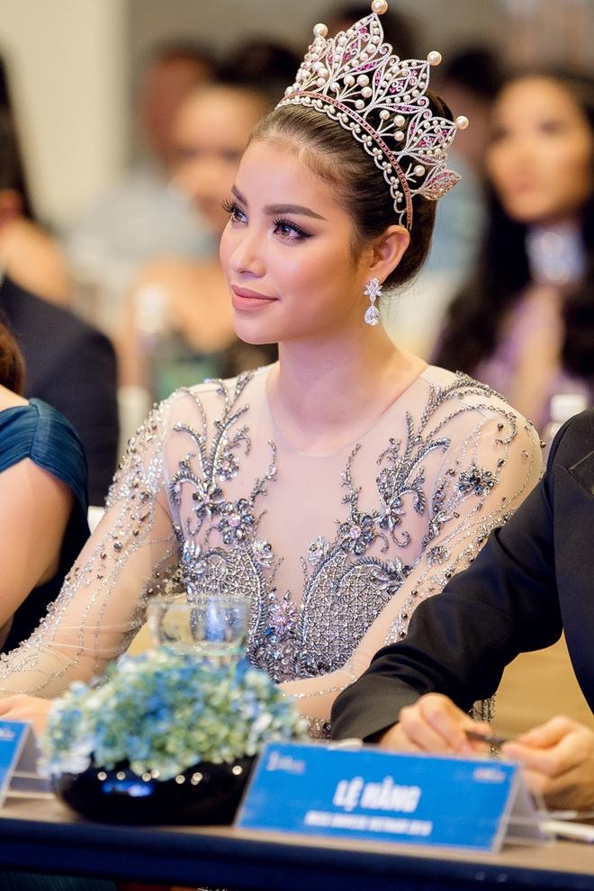 Hoa hậu Phạm Hương bật khóc khi nhìn lại chặng đường đã đi qua - Ảnh 4.