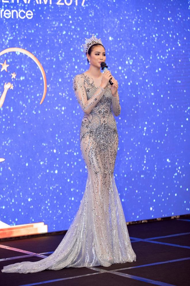Hoa hậu Phạm Hương bật khóc khi nhìn lại chặng đường đã đi qua - Ảnh 7.