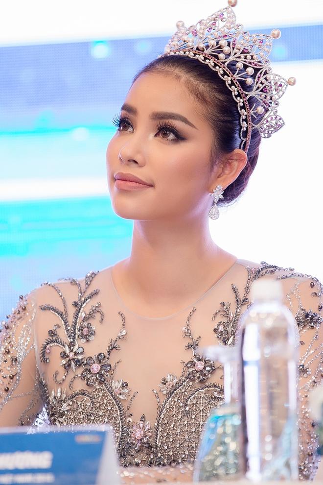 Hoa hậu Phạm Hương bật khóc khi nhìn lại chặng đường đã đi qua - Ảnh 5.