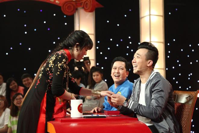 Cô gái khoe vàng bí chiêu, đột ngột hét thẳng mặt Trấn Thành, giành 100 triệu - Ảnh 2.