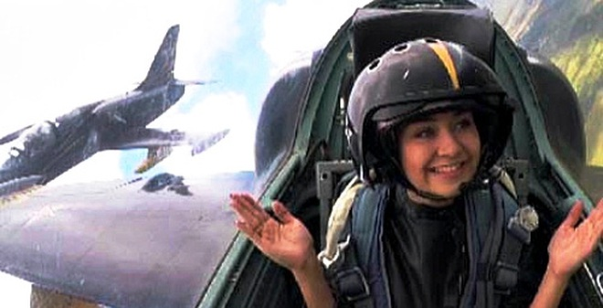 [VIDEO] Nữ phóng viên Nga xinh đẹp trải nghiệm nhào lộn trên máy bay L-39