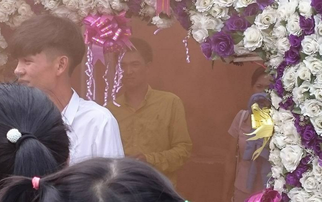 Đám cưới bốc mùi nhất Việt Nam, ai khổ như cô dâu chú rể này? - Ảnh 3.