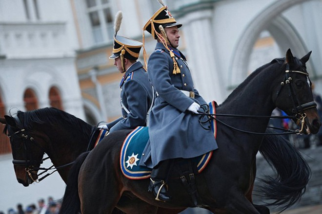Ấn tượng nghi thức đổi ca gác của trung đoàn vệ binh Kremlin - Ảnh 3.