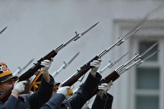 Ấn tượng nghi thức đổi ca gác của trung đoàn vệ binh Kremlin - Ảnh 5.