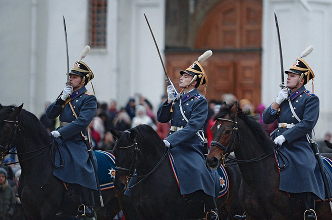 Ấn tượng nghi thức đổi ca gác của trung đoàn vệ binh Kremlin - Ảnh 6.
