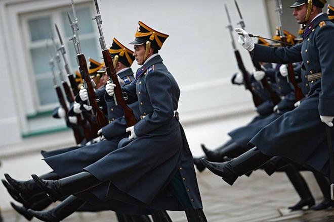Ấn tượng nghi thức đổi ca gác của trung đoàn vệ binh Kremlin - Ảnh 9.