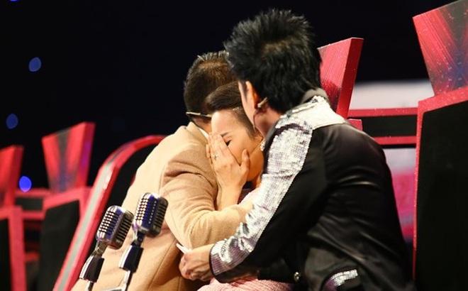 Cẩm Ly khóc nức nở trên ghế nóng vì nhớ Minh Thuận