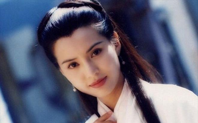 """21 năm đã trôi qua, nàng """"Tiểu Long Nữ"""" xinh đẹp khi xưa giờ ra sao?"""