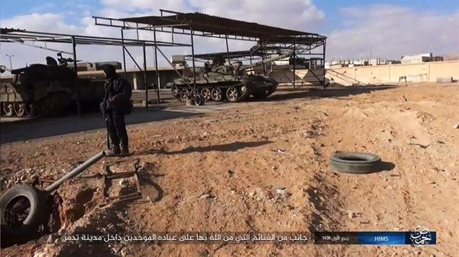 Mỹ mỉa mai vũ khí Nga bỏ lại Palmyra - Ảnh 8.