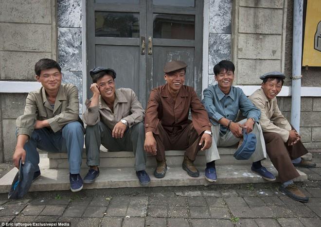 Những hình ảnh độc về nền điện ảnh của Triều Tiên lần đầu tiên được hé lộ - Ảnh 6.