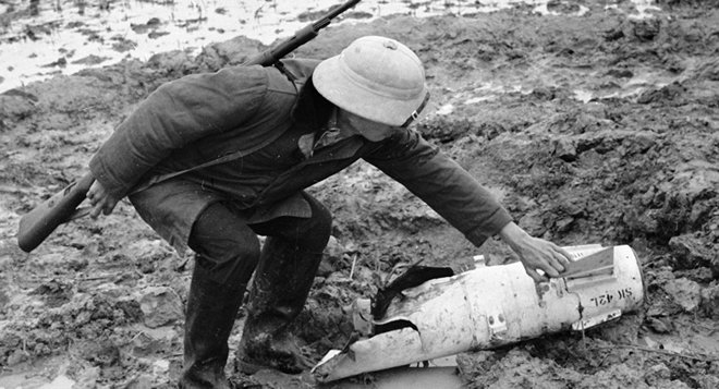 Trung tướng Nga kể lại khoảnh khắc chứng kiến phi công John McCain bị bắn rơi ở Hà Nội - Ảnh 2.